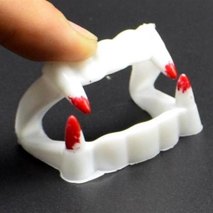 Вампирская челюсть с кровью - фото 9837